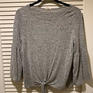 marled gray top with trumpet sleeves!